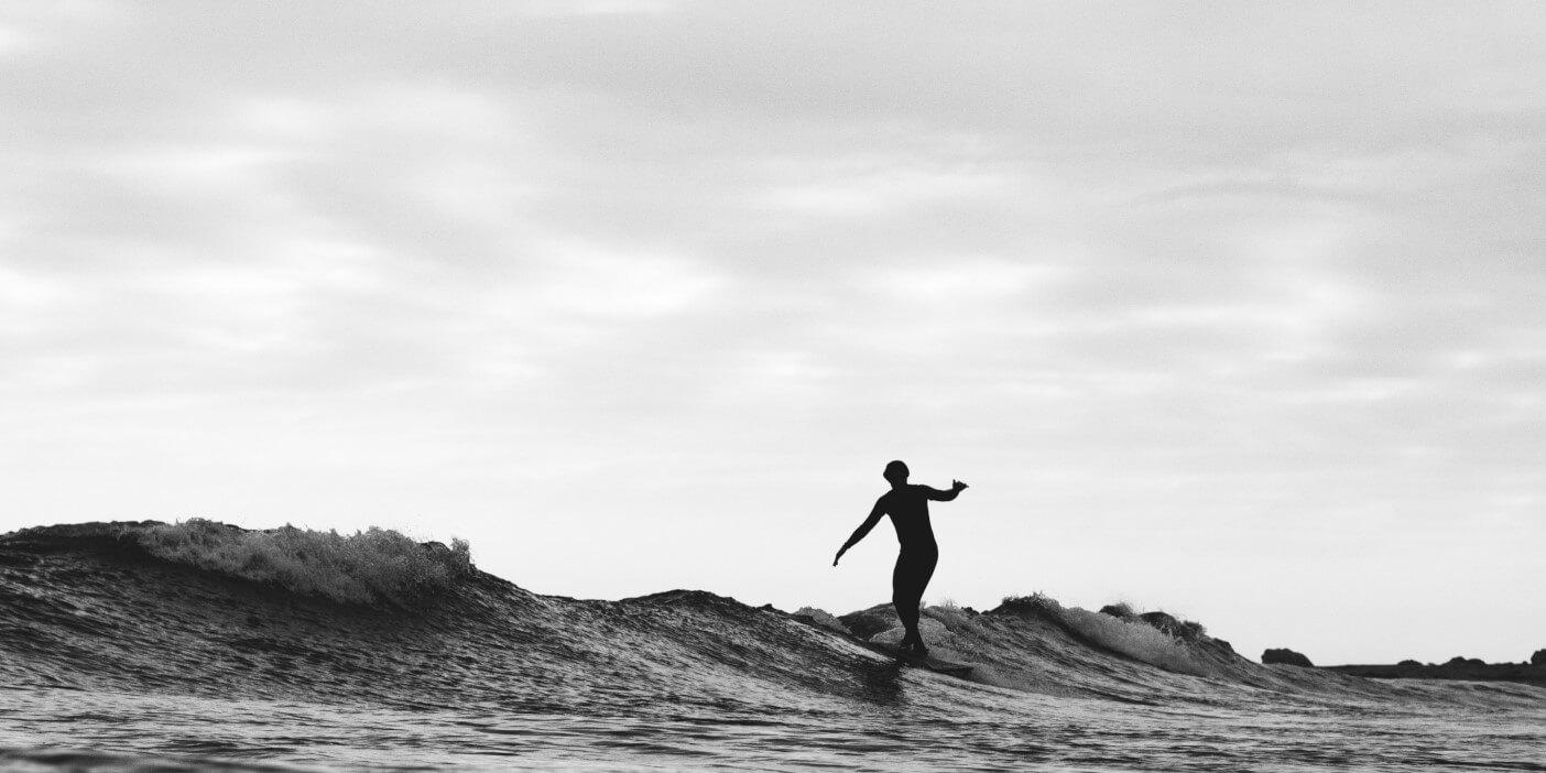 Surfing: Surfer in den Wellen