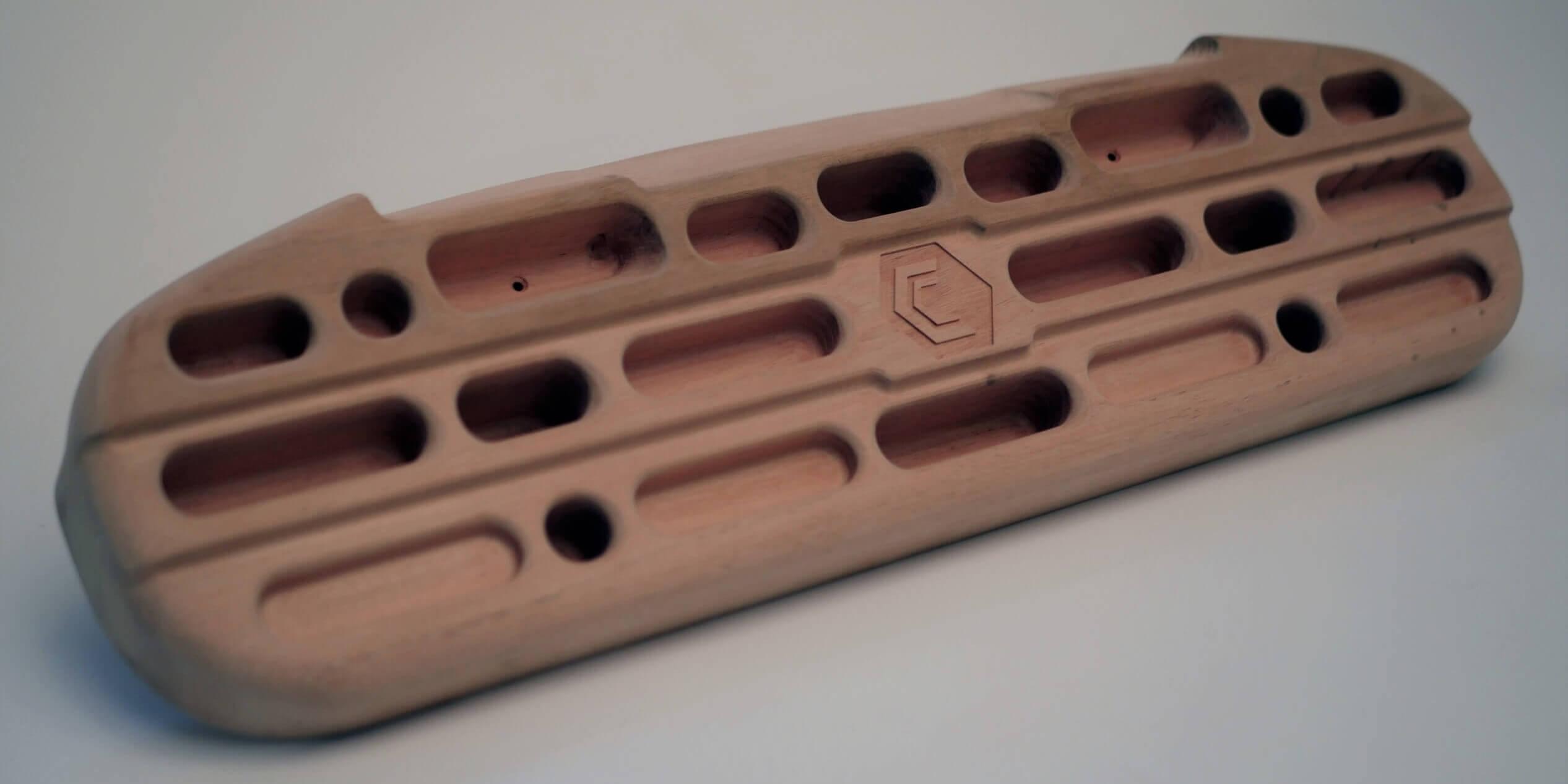 Fingerboard, Gripboard (Griffbrett) oder Hangboard genannt